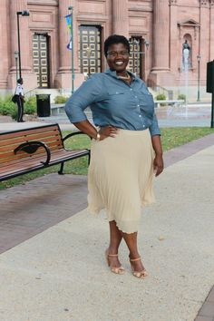 Chambray and pleated skirt. I need to find that skirt!!