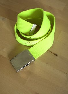 Kup mój przedmiot na #vintedpl http://www.vinted.pl/akcesoria/paski/18800478-jaskrawy-zolty-pasek-90s-kid-retro-jedyny-taki-zarowiasty-odblaskowy-z-aplikacja-grunge-tumblr