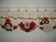 cortinas navideñas con luces - Buscar con Google Felt Christmas Decorations, Christmas Mesh Wreaths, Christmas Sewing, Noel Christmas, All Things Christmas, Christmas Crafts, Xmas, Christmas Ornaments, Felt Crafts