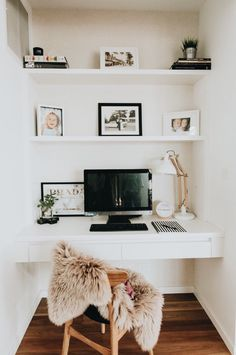 Home office inspiration. Love how this small space has been transformed into a f… Home office inspiration. Love how this small space has been transformed into a functional and stylish workspace Mesa Home Office, Home Office Space, Home Office Desks, Office Furniture, Apartment Office, Black Furniture, Hallway Office, Tiny Home Office, Home Office Closet