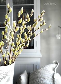 Easter decoration in grey, white and blue. http://anettewillemine.blogspot.no/