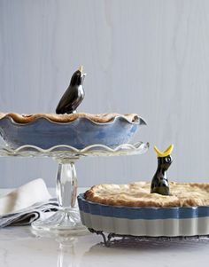 """Collect """"pie birds/vents"""" to put in.pies on display in cases. Vintage pie birds: stick through the crust to create a steam vent & prevent boiling over! Funny Bird, Four And Twenty Blackbirds, Pie Bird, Living Vintage, Pie Plate, Vintage Love, Vintage Hats, Bird Feathers, Hostess Gifts"""