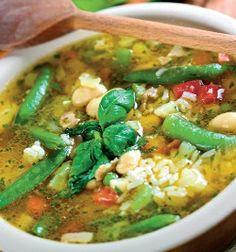 Eu ador ciorbele de orice fel. Sunt sănătoase și foarte sațioase.Vă propunem o rețetă diferită de ciorbă, dar care, cu siguranță, vă va cuceri imediat. Rețeta de ciorbă de fasole verde cu pui se face extrem de simplu. Vegan Foods, Thai Red Curry, Cooking, Ethnic Recipes, Green, Kitchen, Brewing, Cuisine, Cook