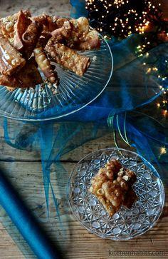 Diples - Δίπλες Christmas Desserts, Rolls, Treats, Christmas Deserts, Sweet Like Candy, Goodies, Bread Rolls, Snacks, Bunny Rolls