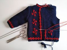 This Pin was discovered by Han Knitting Baby Girl, Knitting For Kids, Baby Knitting Patterns, Crochet Baby, Knit Crochet, Knit Cardigan Pattern, Baby Cardigan, Hippie Crochet, Baby Girl Sweaters