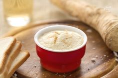 La salsa di Cren è uno dei migliori accompagnamenti per bolliti e arrosti in genere: è una salsa dal sapore spiccato a base di rafano, pane e zucchero