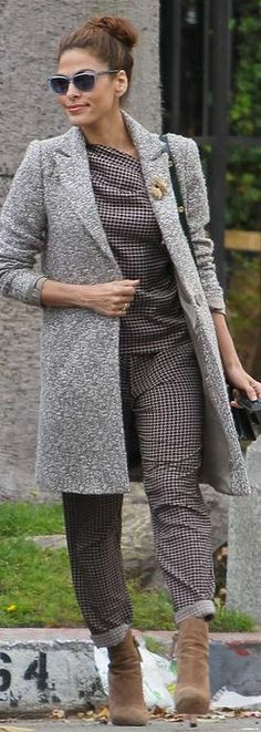 Who made Eva Mendes' plaid pants and pleated top?