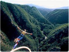 Face Adrenalin promove o mais alto bungy jump do mundo (216 metros), em Bloukrans Bridge, Nature's Valley, Western Cape, Africa do Sul