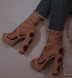 Dr Shoes, Cute Shoes Heels, Fancy Shoes, Hype Shoes, Pretty Shoes, Me Too Shoes, Foto Glamour, Fashion Heels, Sneakers Fashion