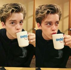 Imagine a coffee ☕️ or tea ☕️ date with Reece Pictures Of People, Model Pictures, Beautiful Boys, Pretty Boys, Blake Richardson, Reece Bibby, New Hope Club, Wattpad, The Vamps