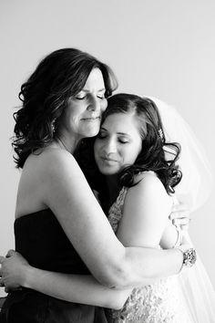 No hay nada más emotivo que un abrazo con tu madre! Asegúrate que sea capturado cuando se de.