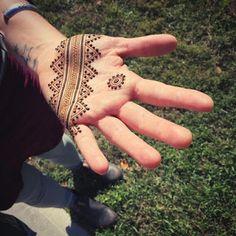 121 Simple mehndi designs for hands – Henna Henna Hand Designs, Eid Mehndi Designs, Henna Designs For Men, Tribal Henna Designs, All Mehndi Design, Mehndi Designs Finger, Geometric Henna, Mehndi Designs For Beginners, Mehndi Designs For Fingers