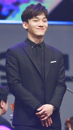 Kill me with ur smile Chen! Exo Chen, Baekhyun Chanyeol, Exo Ot9, Kpop Exo, K Pop, Shinee, Luhan And Kris, Oppa Gangnam Style, Exo Official