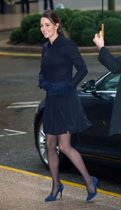 Kate Middleton looked radiant as she stepped out for her second engagement of the week on Wednesday morning. The Duchess of Cambridge wore a navy Max Mara jacket and showed off her toned legs in a short matching skirt by Orla Kiely Kate Middleton Legs, Estilo Kate Middleton, Kate Middleton Outfits, Kate Middleton Photos, Princesse Kate Middleton, Pantyhosed Legs, Kate And Pippa, Queen Kate, Prince William And Kate
