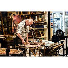 Cores  / buenos aires, 2017  .  #buenosaires #argentina #mercadosantelmo #abuelo #oldman #pintor #painting #colors #painter #artista #artist #people #portrait