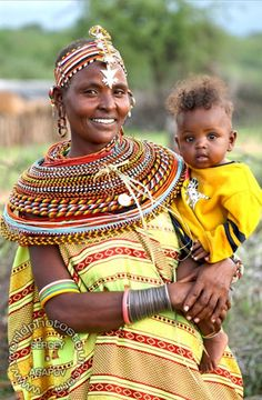 "from album ""Женщины Африки."" on Mother and Child from the Samburu tribe, Kenya, east Africa.Mother and Child from the Samburu tribe, Kenya, east Africa. African Tribes, African Women, African Beauty, African Fashion, Black Is Beautiful, Beautiful People, Art Africain, African Culture, East Africa"