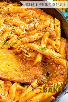 One Pot Penne In Vodka Sauce – The Midnight Baker Meaty pasta dinner on the table in a jiffy. Great for using leftover pasta Ground Turkey Pasta, Ground Meat, Vodka Sauce Pasta, Penne Pasta Recipes, Baked Penne, Sausage Pasta, Tasty Dishes, Beef Dishes, Savoury Dishes