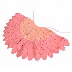 He encontrado este interesante anuncio de Etsy en https://www.etsy.com/es/listing/155306398/childrens-bird-costume-wings-dress-up