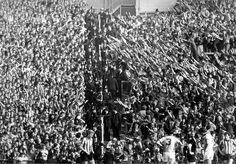 Rival fans separated by policemen during the Tyne-Wear derby between Sunderland & Newcastle United at Roker Park 1980 Sunderland Football, Sunderland Afc, Derby, Newcastle United Fc, Soccer Fans, Football Fans, Football Casuals, St James' Park, Football Photos