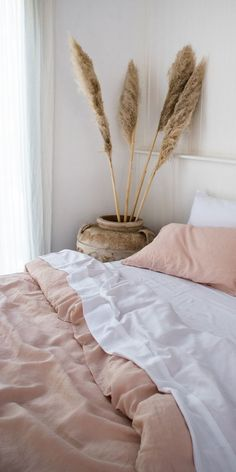Blush French Linen quilt cover, White Bamboo sheets and some beautiful pampas grass. Obsessed with this look. Blush French Linen quilt cover, White Bamboo sheets and some beautiful pampas grass. Obsessed with this look. Unique Home Decor, Cheap Home Decor, Diy Home Decor, Decor Crafts, Grass Decor, Bed Linen Design, Simple Bed, Style Deco, Home Decor Quotes