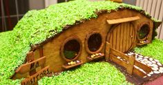 These gingerbread houses capture nerdy settings from Lord of the Rings, Star Wars, FIrefly and many more.