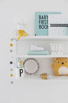 Design Letters Arne Jacobsen kinderbord / Baby's first book / Mok - String Pocket Kast - review fonQ.nl | Door @missjettle