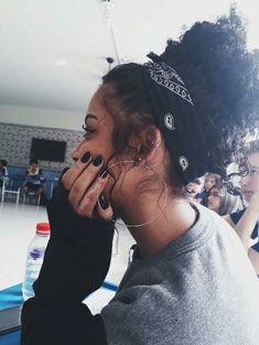 peinados para cabello rizado MAYAFIZIK Versuchen Sie Promi-Frisuren, um modischer auszusehen Wenn es um Frisuren geht, setzen Prominente aus Hollywood i Bandana Hairstyles, Black Girls Hairstyles, Pretty Hairstyles, Curly Bun Hairstyles, Style Hairstyle, Hairstyles Pictures, Bridal Hairstyles, Celebrity Hairstyles, Hair Inspo