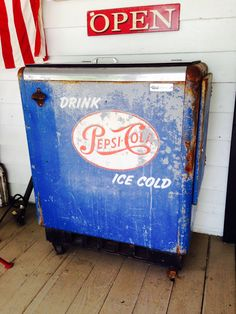 Cool old vintage PEPSI Cooler .... Working  Stocked with cold bottles ! ----- Download the FLEATIQUE App on the App Store !  ----- Soda pop antique antiques pickin pickers junk gypsy gypsies flea market american pickers restoration signage retro Americana roadshow pawn stars nashville style hgtv decor