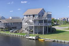 Moornings: 4 Bedroom, 2 1/2 Bath - Hot Tub - Canalfront - Avon NC
