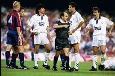 Barcelona y Real Madrid se enfrentaron el 5 de Septiembre de 1992en la primera jornada de liga. En la imagen de izq a der: Ronald Koeman, Ivan Zamorano, Fenando Hierro y Martín Vazquez.