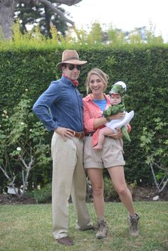 If you're thinking of matching Halloween costumes for couples, there are various styles. Usually the spooky holiday tends to bring out lots of people appearing in outrageous costumes. Save this Jurassic Park Halloween family costume idea. Costumes Family, First Halloween Costumes, Looks Halloween, Hallowen Costume, Theme Halloween, Holidays Halloween, Halloween Diy, Costume Ideas, Halloween Outfits