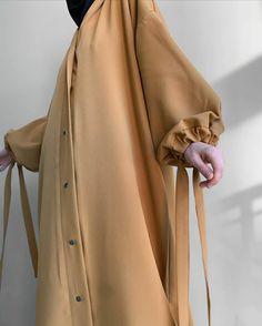 Muslim Fashion, Hijab Fashion, Fashion Dresses, Neutral Outfit, Girl Hijab, My Outfit, Girl Outfits, Womens Fashion, Bucket Bag