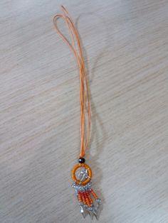 Κολιέ όνειροπαγιδα πορτοκάλι με κόκκινες χάντρες από το Μίσαντρα στην χώρα Σαμοθράκη
