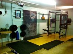 Beautiful Olympic lifting platform - Very well constructed DIY garage gym