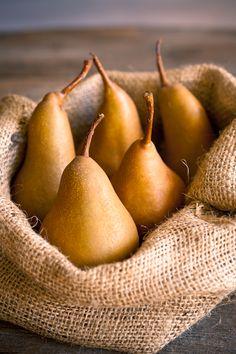 Seasonal autumn pears simply cuddled in rustic burlap.  A perfect fall centerpiece.