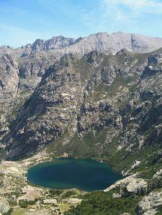 Corsica - Lacs Naturels - Lac de Melo (en corse : Lavu di Melu)  (1 711 m) est un lac de Haute-Corse situé dans la haute vallée de la Restonica à une dizaine de kilomètres de la ville de Corte.Le lac d'origine glaciaire, qui est gelé 6 mois sur 12, donne naissance à la rivière Restonica, un affluent du Tavignano.