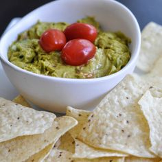 Curried Guacamole - Suburble #PataksMom #Food #Inspiration #Recipe #India #IndianFood #FoodPorn #Pataks #PataksCanada #MixinaLittleIndia #Indian #TonightsDinner