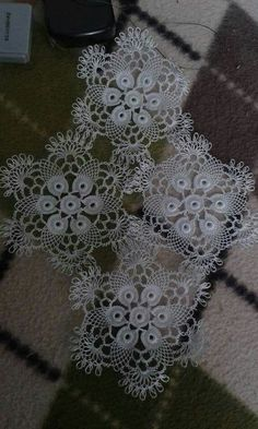 This Pin was discovered by Lal Crochet Lace Edging, Crochet Art, Filet Crochet, Crochet Doilies, Doily Patterns, Crochet Blanket Patterns, Crochet Stitches, Crochet Hammock, Crochet Video