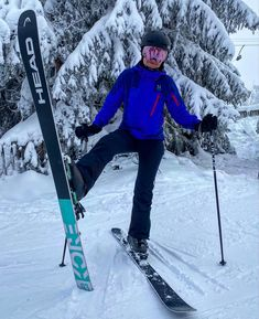 Noora halusi monipuoliset laskettelu/vapaalaskusukset, jotta keväällä pääsee hakemaan kokemuksia takamaastosta. Löytyi! Nimittäin Head Kore 93 naisten lasketteluksukset. Niihin asennettiin Head Adrenaline skinnaussiteet. Ja eikun heti Messilään testaamaan! Mukavia laskuja sporttiselle Nooralle 🙌🏻❄️⛷💙 #headkore93 #headskis #headadrenaline #suksikauppa #skioutfinland #skiout #skioutbike #skioutfi #hollola #messilä #lahti