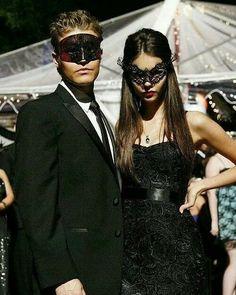Masquerade Party Outfit, Masquerade Halloween Costumes, Couple Halloween Costumes, Halloween Inspo, Paul Vampire Diaries, Vampire Diaries Outfits, Vampire Diaries The Originals, Mascaras Halloween, Halloween Disfraces