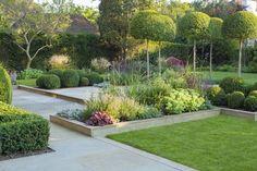 amenagement jardin geometrique buis boule arbres decoratifs massifs vivaces #garden