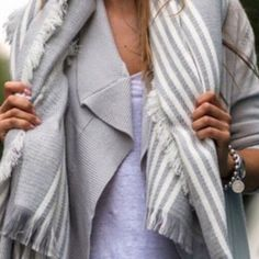 Oversize Chunky Gray White Scarf