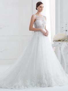 Traumhaftes Brautkleid mit Spitzenapplikationen auf Oberteil und Rock. Rock, Wedding Dresses, Fashion, Shell Tops, Gown Wedding, Curve Dresses, Bride Dresses, Moda, Bridal Gowns