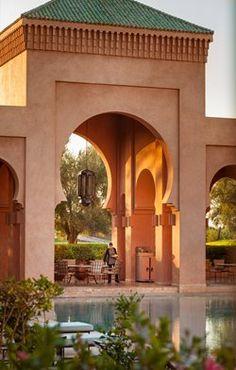 Amanjena's 18 rose-toned Pavilions, six Pavilions Bassin, eight Pavilions Piscine, six two-storey Maisons and the two-bedroom Al- Hamra Maison. Morrocan Architecture, Islamic Architecture, Architecture Design, Interior Exterior, Exterior Paint, Exterior Design, Moroccan Interiors, Moroccan Design, Beautiful Hotels