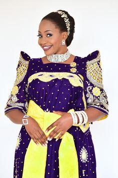 The Bride..#bestweddingphotographer #kampala #bugandakingdom #hamuzakarizmakaweesi #photographer #uganda Traditional Wedding Dresses, Traditional Outfits, African Attire, African Dress, Beautiful Black Women, Wedding Attire, Skirt Fashion, African Fashion, Queen