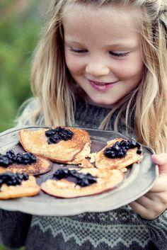 Lapper eller sveler er raske å lage når du har lyst på noe godt, og er perfekt å ha med i sekken når du skal ut på høsttur. Næringsverdi er oppgitt per lapp. Crepes And Waffles, Pancakes, Griddle Cakes, Mille Crepe, Dutch, Babies, Breakfast, Food, Morning Coffee