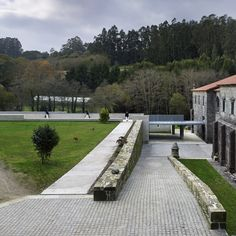 Cistercian heritage The Santa-Maria d'Armenteira monastery bears witness to the Cistercian presence in the north of Spain, not far from Santiago de Compostela. Landscape And Urbanism, Santa Maria, Cladding, Spain, Sidewalk, Architecture, Gallery, Building, Refurbishment