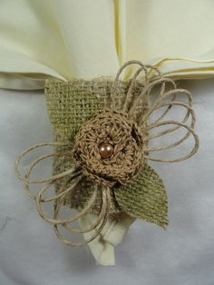 Jute Flowers, Tissue Flowers, Beaded Flowers, Fabric Flowers, Twine Crafts, Diy And Crafts, Hessian, Crochet Patterns, Scrapbooking