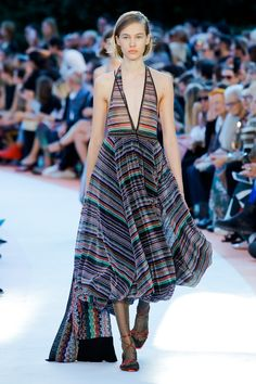 See the complete Missoni Spring 2018 Ready-to-Wear  collection.