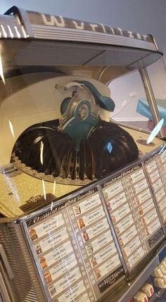 Jukebox Vintage Box, Vintage Music, Radios, Antique Record Player, Memorie, Music Machine, Phonograph, Jukebox, Man Cave